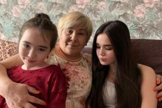 «Неужели такие депутаты бывают?»: бездомная бабушка с тремя внуками из Казани не может поверить, что народный избранник купил им жилье