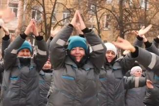 Негрязные танцы: в Казани вместо того, чтобы поднять дворникам зарплату, решили поднять их престиж