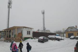 «Никогда голова не болела, а теперь раскалывается!»: жители казанского поселка взбунтовались против новой вышки сотовой связи