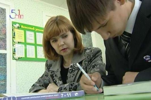 Победитель и его школьный учитель Светлана Киреева