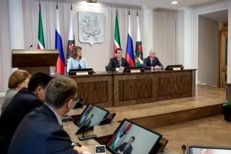 Казанцев будут заманивать на выборы дешевыми курами и помидорами