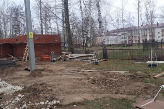 До сортира - 13 шагов: в Болгаре ветераны горячих точек возмущены строительством гигантского туалета рядом с воинскими мемориалами