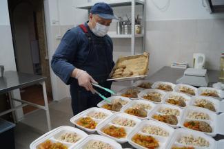 «Мама от рака умирает, а отец давно сбежал»: казанцы скидываются, чтобы накормить голодающих детей