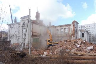 «На совесть строили, придется повозиться»: в Казани сносят очередной старинный особняк, но обещают воссоздать копию
