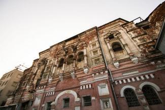 С вещами — на выход: митрополит Феофан требует освободить здание казанской церкви от заключенных