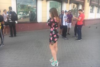 Иностранные болельщики в шоке от казанских девушек, которые лезут к ним в штаны