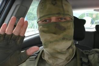 Дерзкий казанский блогер, который напугал гаишников автоматом Калашникова, попал из полиции в больницу