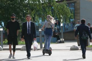 «Нет правил - значит, мы их должны установить»: мэр Казани решил взяться за электросамокаты