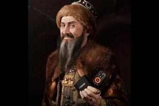 «У него и борода точно такая же!»: в Казани разгорелся скандал из-за рекламы с царем, похожим на Ивана Грозного