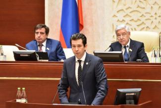 Депутат-коммунист предложил министру экономики Татарстана подумать об отставке, напомнив про скандал с «макарошками»
