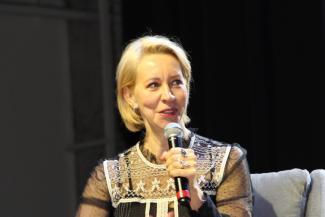 «Выяснилось, что у нас в семье все матерятся»: юмористка Татьяна Лазарева поделилась в Казани «вредными» советами по воспитанию детей