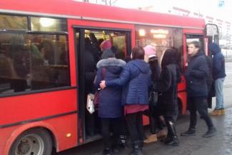 «А нас кто пожалеет?»: пассажиры казанских автобусов готовятся платить дороже за «настоящий ад»