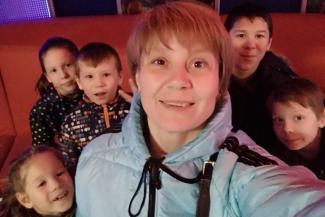 «А сколько на этих квадратных метрах детей живет, никого не волнует!»: в Татарстане налоговики закошмарили многодетную мать, которой Алина Кабаева подарила слишком просторный дом