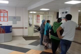 «Мы все от этой бабушки плачем!»: буйную пациентку казанской поликлиники не усмирила даже Росгвардия