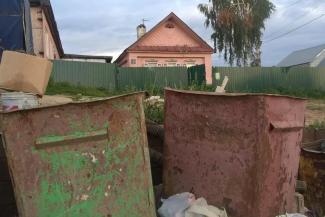 Жители Салмачей воюют с мусорщиками из-за помойки