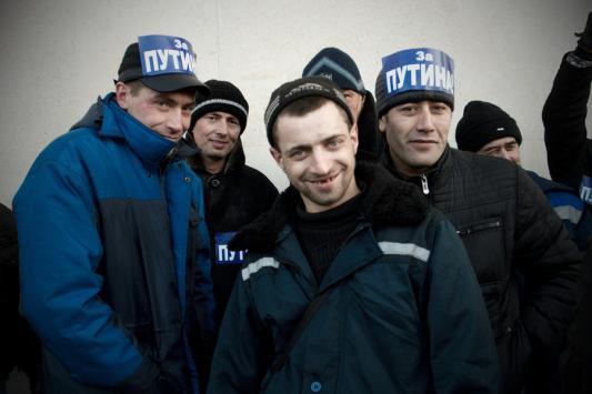 Фото с митинга сторонников Владимира Путина «За великую Россию» в Петербурге