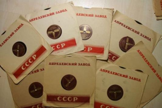 Налетай-торопись: в Казани продают речь Сталина и зубы мамонта
