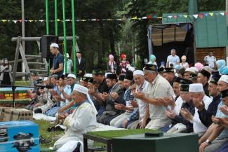 «Прочитайте суру из Корана и можете участвовать»: туристов из Петербурга не допустили к конкурсу на мусульманском Сабантуе в Татарстане
