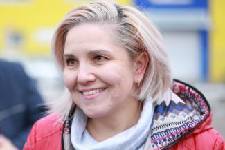 «Лучше везти полную машину пьяных мужиков, чем одну перепившую женщину»: блондинка из Казани стала лучшим таксистом России