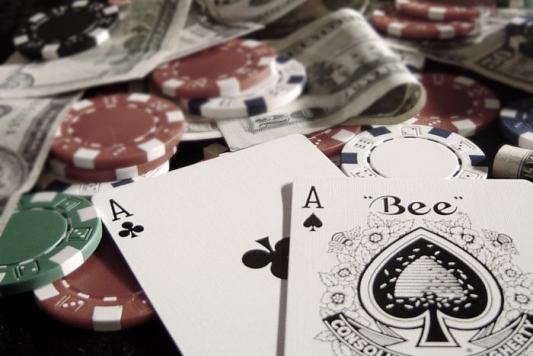На турнир по покеру пришла милиция