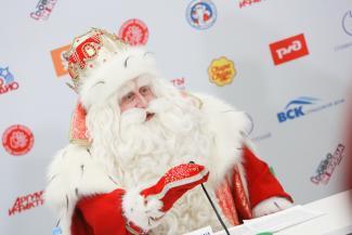 «Коммунальщики просили не торопиться»: главный Дед Мороз страны рассказал, почему в Казани до сих пор нет снега