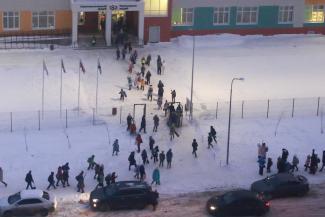 «Сначала ждали квартиру, теперь - место в школе»: власти Казани обещают жителям «Салават Купере», что мучения закончатся, но не скоро