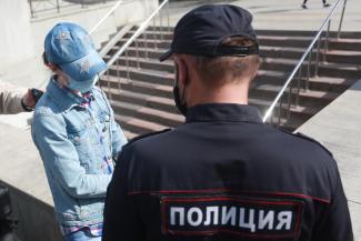 «А может, у него денег нет на маску?»: в Казани идут облавы на пассажиров общественного транспорта с голыми лицами и руками