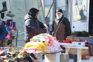 «В Москве старики за четыре тыщи сидят!»: волонтеры не помогли казанским пенсионерам остаться дома