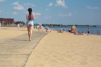 Песочек беленький, вода чистейшая: казанцы обрели пляжный рай на «Камском море»