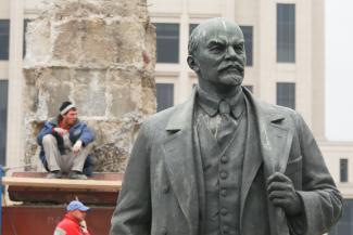 «Просто протереть тряпочкой - не поможет»: памятник Ленину вернется на казанскую площадь Свободы не раньше весны