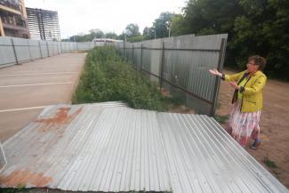 «Кто-то пришел и нагло отобрал!»: казанский ЖК «Соловьиная роща» бунтует против строительства рынка на месте парковки