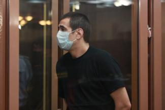 «Прошу приговорить меня к смертной казни»: в Татарстане убийца, который зарезал жену и детей, получил пожизненное