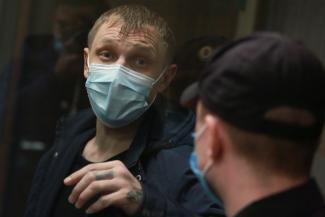 Коварный обольститель, сидя в колонии строгого режима, выманил миллионы у казанских дам