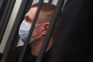 «Я же пистолет добровольно выдал!»: дело об уличной разборке со стрельбой в Казани дошло до суда