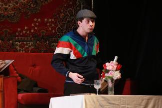 Ален Делон не пьет одеколон, а пьет самогон: в казанском ТЮЗе представили драму про «святые 90-е»
