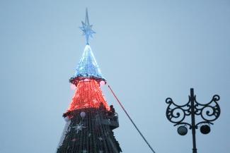 Мало не покажется: главная елка Казани будет на 10 метров выше московской