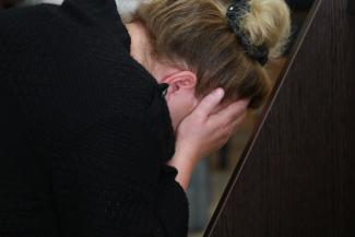 «Доставал из портфеля муляжи и давал мне»: в Казани судят кассиршу банка, которая помогла своему начальнику украсть 220 миллионов