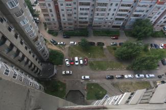 «Вместо спортплощадки отгрохали торговый центр»: жильцы двух казанских многоэтажек пожаловались Бастрыкину на махинации с их дворами