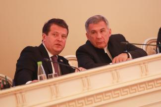 Минниханов упрекнул Метшина за большое количество бедных семей и транспортный коллапс в «Салават Купере»