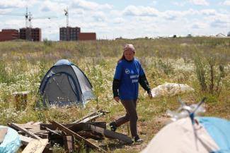 «Нас заманили в капкан!»: отчаявшиеся дольщики, которых кинуло государство, разбили под Казанью палаточный лагерь
