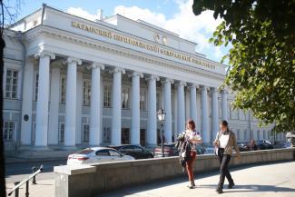 «Будем работать себе в убыток»: казанские вузы не стали поднимать цены за обучение выше 300 тысяч за год
