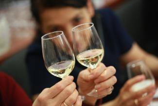 «Есть намного лучше за 300 рублей»: дегустаторы в Казани оценили элитное шампанское