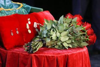 «Она была честью и совестью нашей эстрады»: Хамдуну Тимергалиеву похоронили на новом кладбище «Курган»