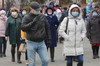 Все равно пойдут в ТЦ: студентов в Казани переводят на дистанционку, а школьников будут учить очно