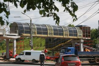«Не цыганщина, а национальный колорит»: казанцам пообещали, что «золотой» орнамент нового надземного перехода не заржавеет, а лифты будут работать