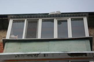 Получите-распишитесь: в Казани УК шокировала жильцов верхних этажей, потребовав за 7 дней снести остекление на балконах