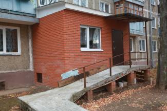 В Казани от женщины-инвалида потребовали снести самовольно построенный балкон с пандусом