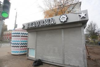 Казанцы добились сноса ларька «Шаурма» рядом со своим домом, но на его месте вырос ларек Shaurma