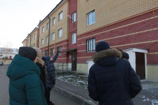 «Из аварийного жилья нас переселили в аварийное!»: в Татарстане трещит по швам новый соципотечный дом