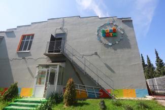 «Расторгли один договор, заключат другой»: родители учеников обычной казанской школы не верят, что выиграли войну за здание с частной школой для «удащливых»